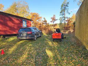 Fordonssöket var en personbil och en gräsklippare med släp